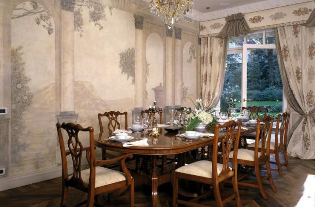 Традиционное оформление обеденной зоны в стиле ампир