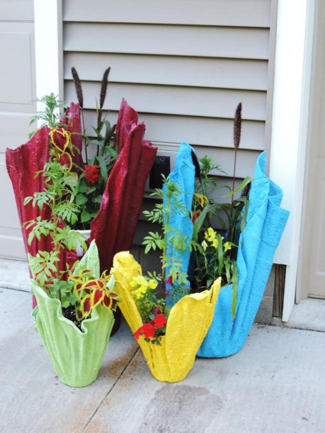 Использование ненужного материала в создании цветочного вазона