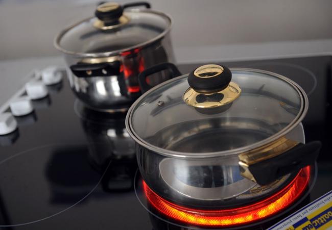 Доступная цена - один из немногих плюсов электрических плит