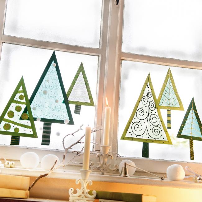Декор окна с помощью наклеек