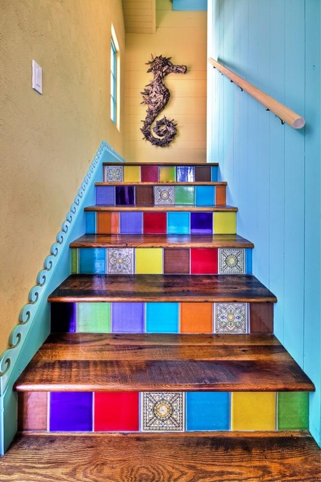 Яркая лестница станет главной достопримечательностью любого дома