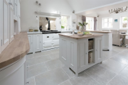 Фото 13 Дизайн кухни в деревенском доме: уютный кантри, теплый шале или утонченный прованс?