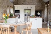 Фото 16 Дизайн кухни в деревенском доме: уютный кантри, теплый шале или утонченный прованс?