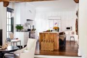 Фото 3 Дизайн кухни в деревенском доме: уютный кантри, теплый шале или утонченный прованс?