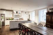Фото 19 Дизайн кухни в деревенском доме: уютный кантри, теплый шале или утонченный прованс?