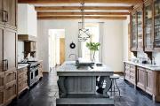 Фото 23 Дизайн кухни в деревенском доме: уютный кантри, теплый шале или утонченный прованс?