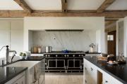 Фото 27 Дизайн кухни в деревенском доме: уютный кантри, теплый шале или утонченный прованс?