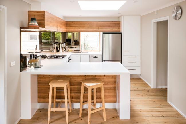 Барная стойка для отделения кухонной зоны
