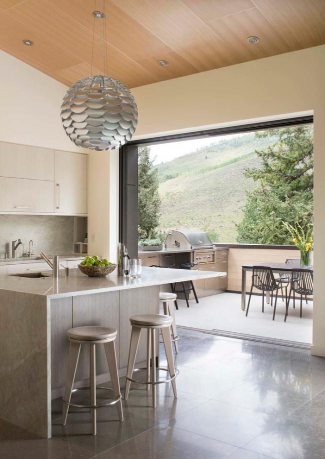 Кухня в стиле современная классика с выходом на открытую лоджию
