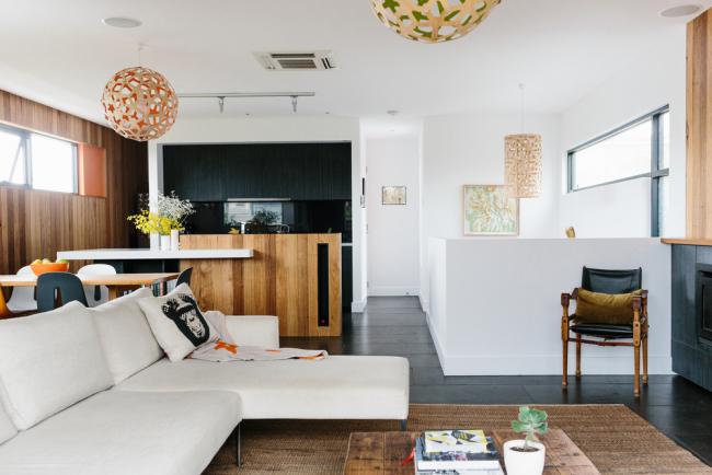 Интерьер небольшой кухни-гостиной в современном стиле