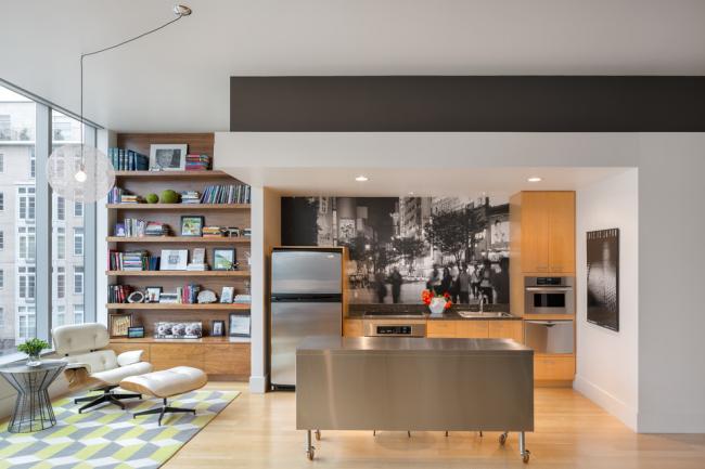 Прекрасный интерьер кухни, объединенной с гостиной, в стиле модернизм