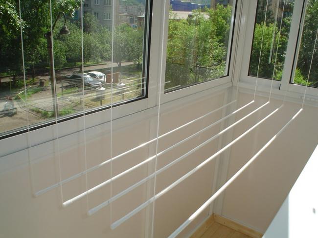 Подвесная лиана выручает при небольшой площади балкона