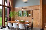 Фото 4 Свет гастрономии: обзор стильных кухонных интерьеров с люстрой над обеденным столом