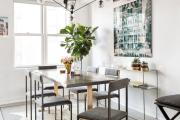 Фото 10 Свет гастрономии: обзор стильных кухонных интерьеров с люстрой над обеденным столом
