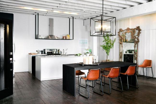 Подвесной светильник, который органично смотрится в помещениях с различной функциональной нагрузкой, в том числе и в кухонном пространстве