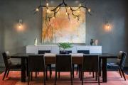 Фото 21 Свет гастрономии: обзор стильных кухонных интерьеров с люстрой над обеденным столом