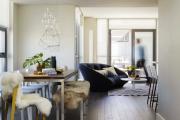 Фото 26 Свет гастрономии: обзор стильных кухонных интерьеров с люстрой над обеденным столом