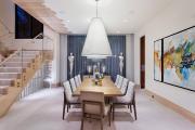 Фото 32 Свет гастрономии: обзор стильных кухонных интерьеров с люстрой над обеденным столом