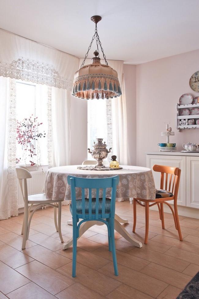 Уютная столовая с дизайном в стиле прованс