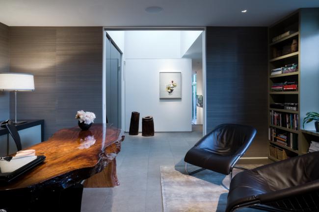 Просторный кабинет в современном стиле