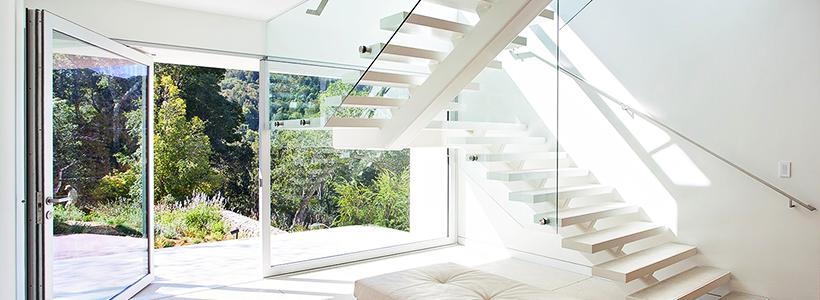 П-образная лестница на второй этаж: виды конструкций и особенности выбора материалов