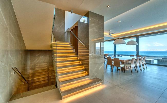 Светодиодная подсветка мраморной лестницы