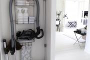 Фото 26 Компактное хранение (75+ идей): выбираем функциональный шкаф для пылесоса и гладильной доски