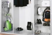 Фото 27 Компактное хранение: выбираем функциональный шкаф для пылесоса и гладильной доски