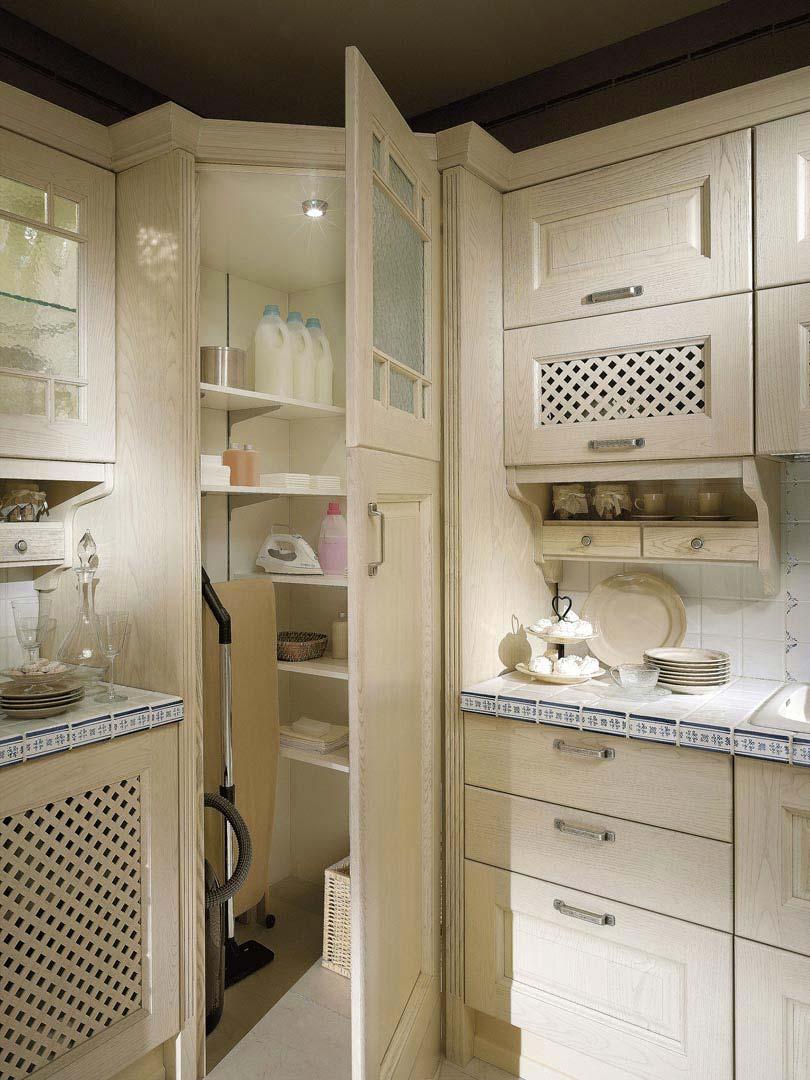 Шкаф для пылесоса и гладильной доски Обзор вариантов