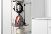 Фото 11 Компактное хранение: выбираем функциональный шкаф для пылесоса и гладильной доски