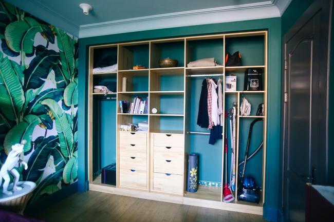 Шкаф-купе - это идеальное место хранение не только одежды, но и бытовой утвари