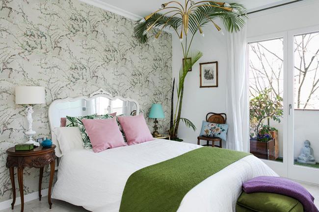 Тропический стиль оформления интерьера с доминирующим белым цветом