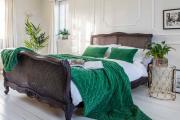 Фото 4 Интерьер бело-зеленой спальни: секреты гармоничных сочетаний и выбор декора