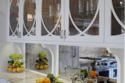 Фото 8 Зеркало в кухонном интерьере: секреты визуального расширения кухни