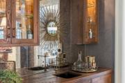 Фото 16 Зеркало в кухонном интерьере: секреты визуального расширения кухни