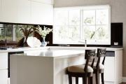 Фото 18 Зеркало в кухонном интерьере: секреты визуального расширения кухни
