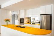 Фото 3 Зеркало в кухонном интерьере: секреты визуального расширения кухни