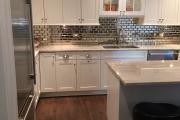 Фото 30 Зеркало в кухонном интерьере: секреты визуального расширения кухни