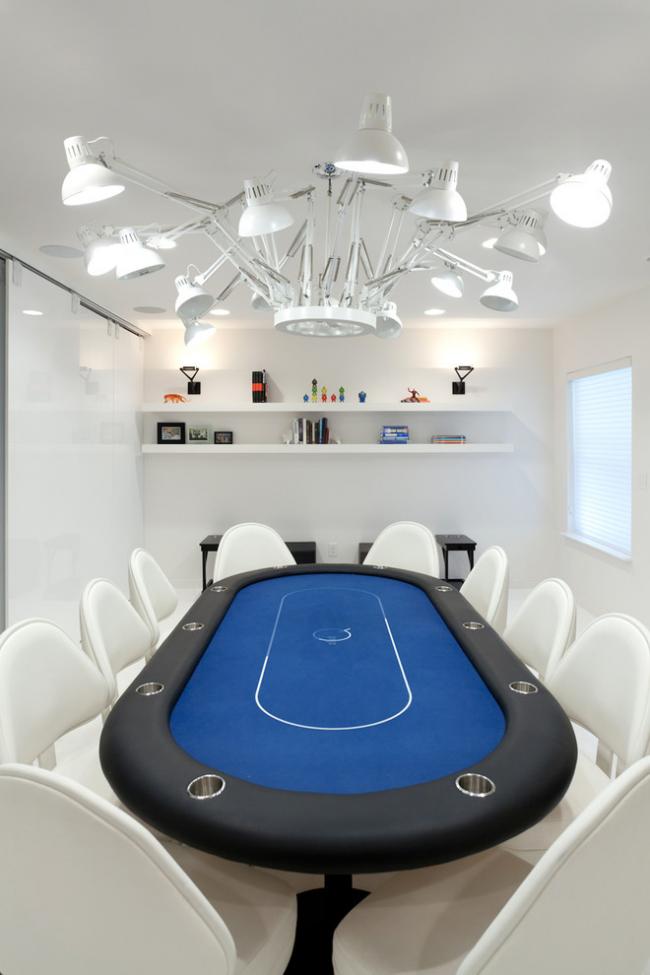 Покерный стол в интерьере