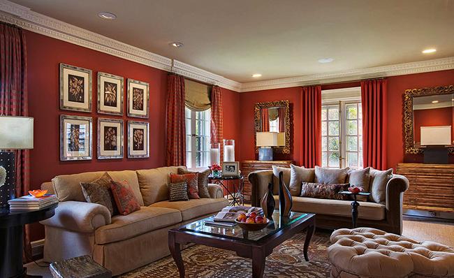 Лаконичный и контрастный интерьер гостиной в цвете бургунди