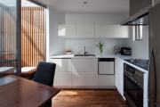 Фото 3 Светлые мини-решения: особенности дизайна кухни 10 кв. метров с балконом