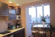 Фото 7 Светлые мини-решения: особенности дизайна кухни 10 кв. метров с балконом