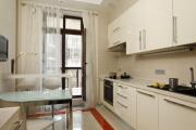 Фото 8 Светлые мини-решения: особенности дизайна кухни 10 кв. метров с балконом