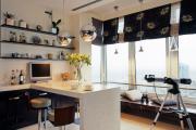 Фото 1 Светлые мини-решения: особенности дизайна кухни 10 кв. метров с балконом