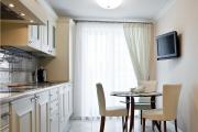 Фото 30 Светлые мини-решения: особенности дизайна кухни 10 кв. метров с балконом
