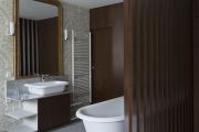 Фото 12 Альтернатива плитке в ванной: выбор экспертов — чем можно заменить кафель в санузле?