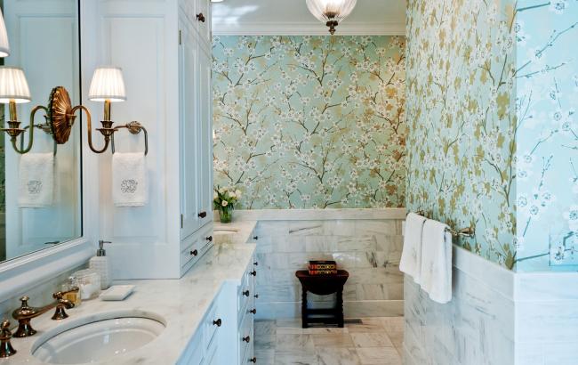 Обои в ванной добавят интерьеру оригинальности