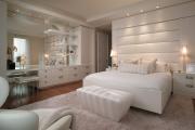 Фото 6 Трендовый цвет для спальни — белый глянец: 70+ современных и классических интерьеров в белоснежных тонах