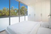Фото 16 Трендовый цвет для спальни — белый глянец: 70+ современных и классических интерьеров в белоснежных тонах
