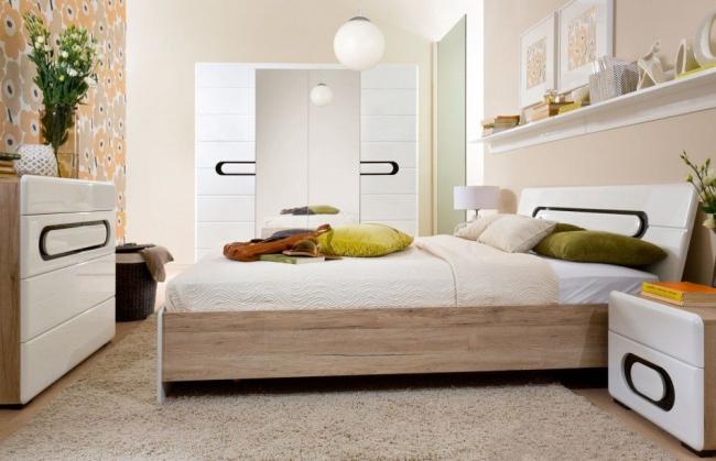 Белоснежный спальный гарнитур в глянце создает атмосферу свежести, простора и уюта